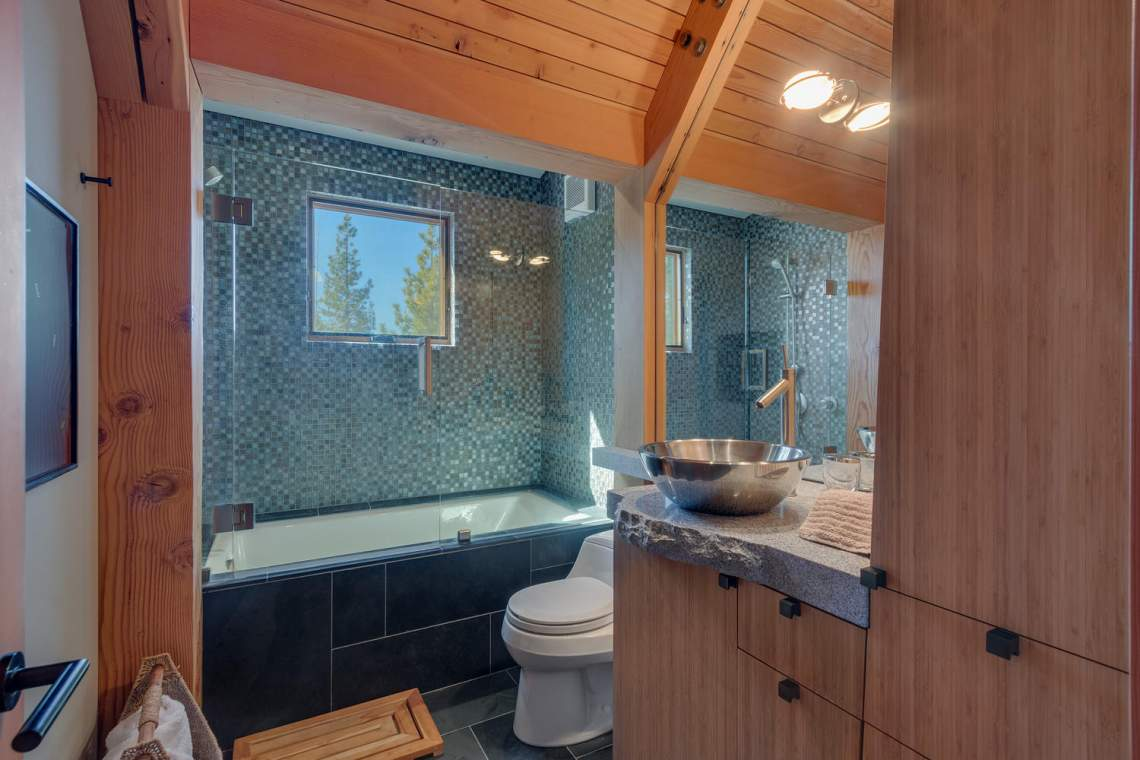 13005-Falcon-Point-Pl-Truckee-large-028-051-Bathroom-1500x1000-72dpi
