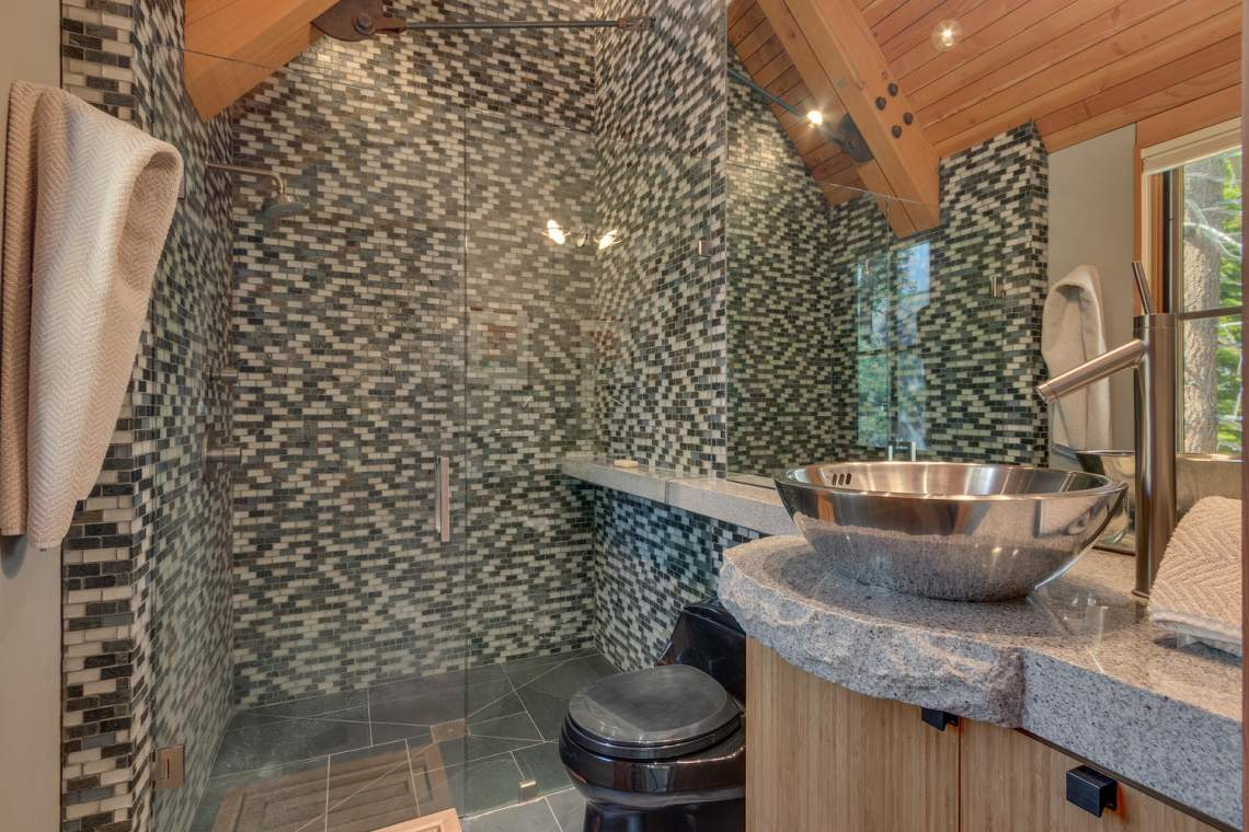 13005-Falcon-Point-Pl-Truckee-large-029-035-Bathroom-1500x1000-72dpi