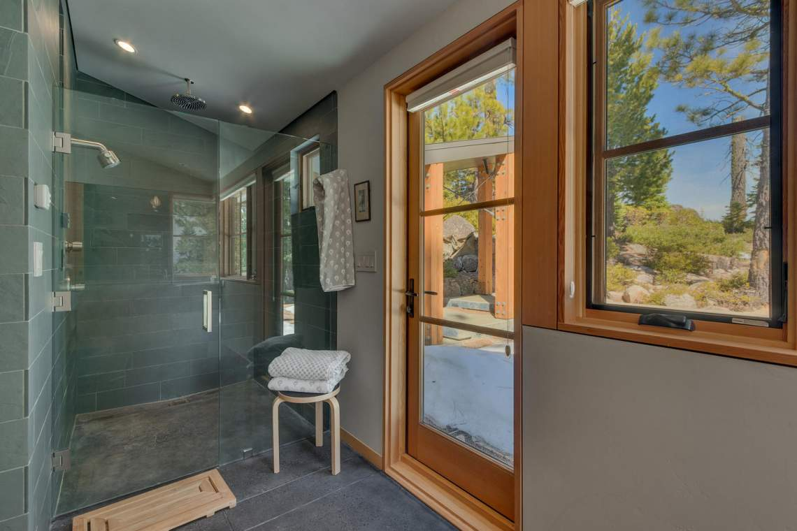 13005-Falcon-Point-Pl-Truckee-large-035-049-Master-Bath-1500x1000-72dpi