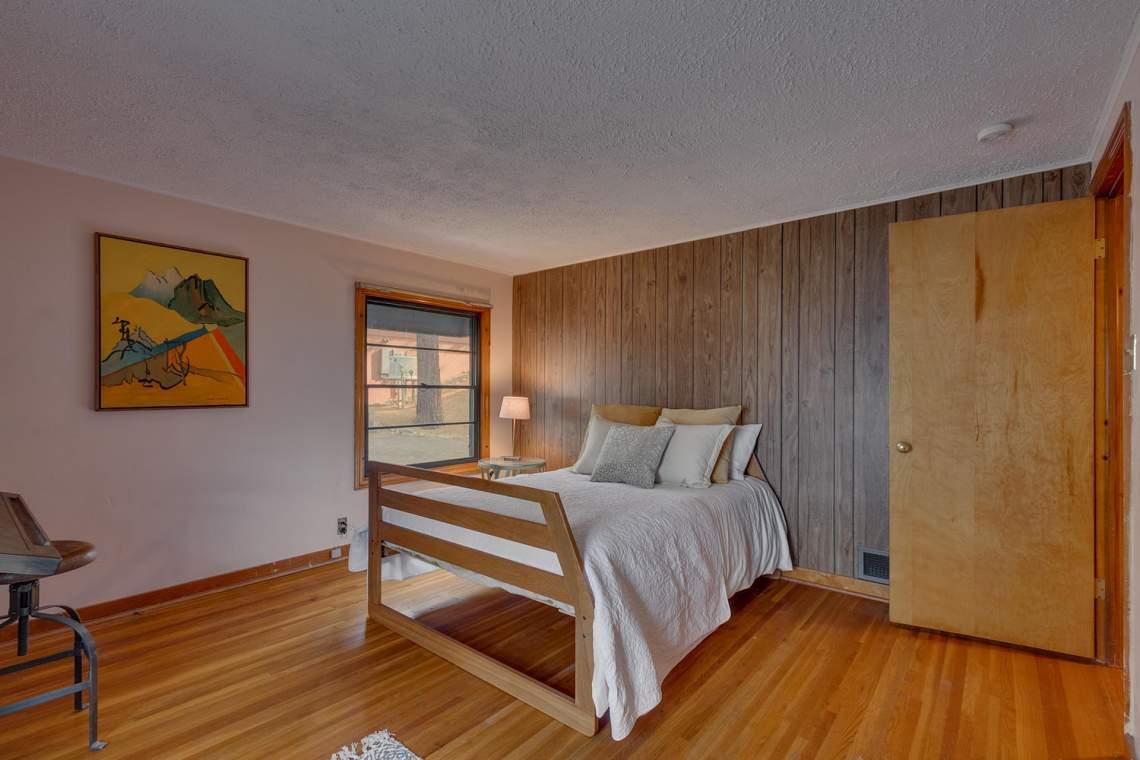 1754-US50-Glenbrook-NV-89413-large-014-024-Bedroom-1500x1000-72dpi
