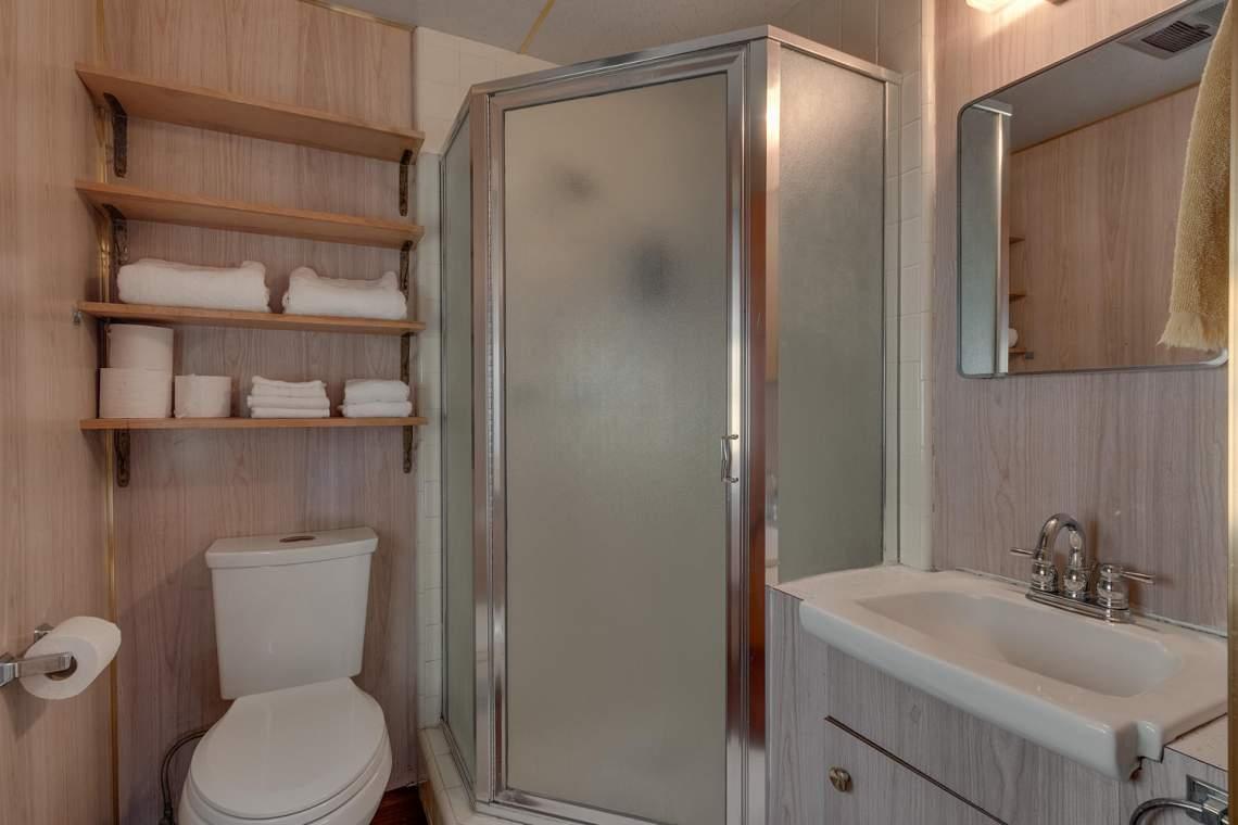 1754-US50-Glenbrook-NV-89413-large-018-014-Master-Bath-1500x1000-72dpi