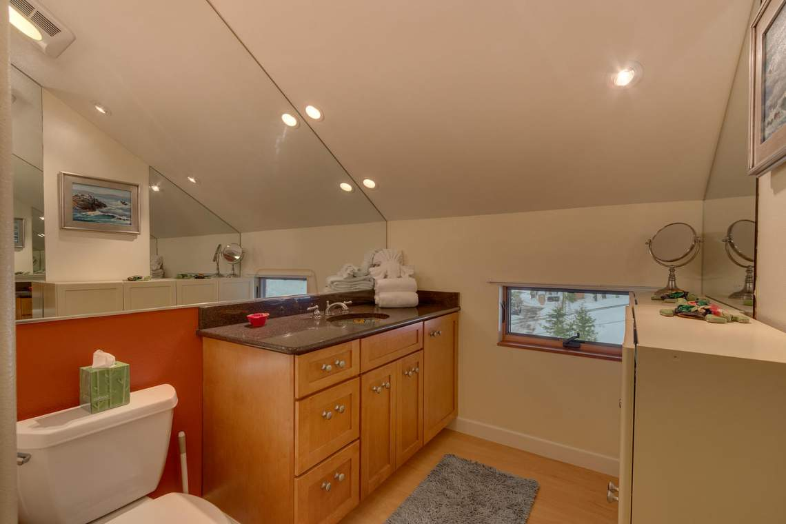 194-Simplon-Pass-Rd-Homewood-large-011-017-Loft-Bathroom-1500x1000-72dpi