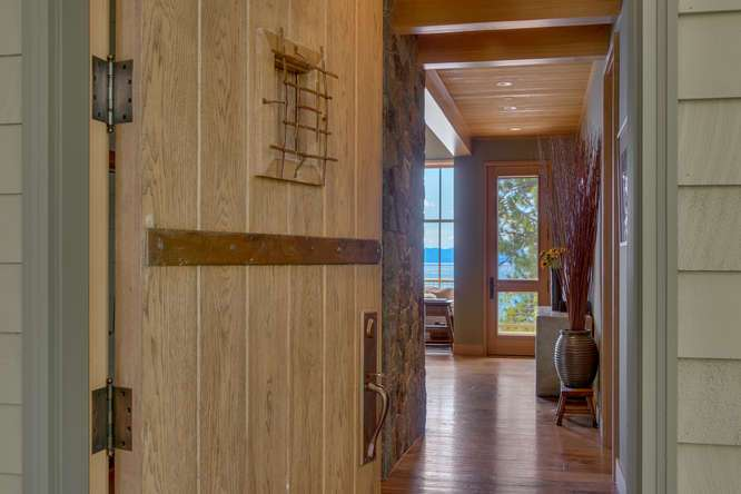 2200-N-Lake-Blvd-Tahoe-City-CA-small-005-010-Entryway-666x445-72dpi