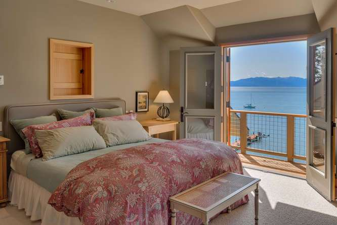 2200-N-Lake-Blvd-Tahoe-City-CA-small-035-030-Master-Bedroom-En-suite-666x444-72dpi