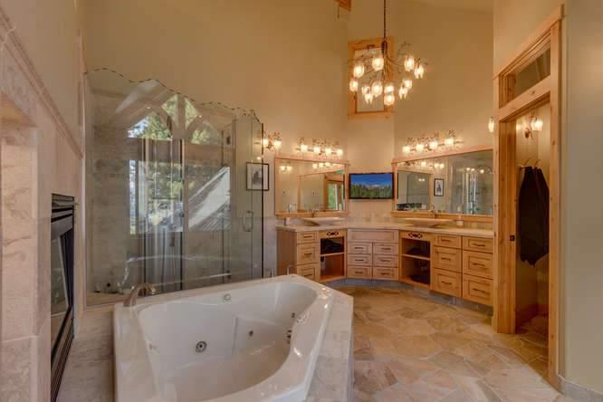 5019 California St Carnelian-small-023-15-Master Bath-666x444-72dpi