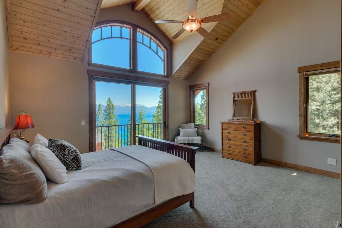 571-Lakeridge-Dr-Meeks-Bay-CA-large-014-020-Master-Bedroom-En-suite-1500x1000-72dpi