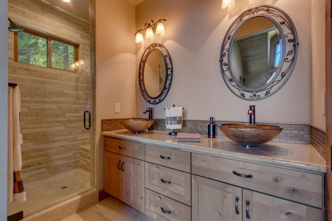 571-Lakeridge-Dr-Meeks-Bay-CA-large-016-016-Master-Bathroom-1500x1000-72dpi