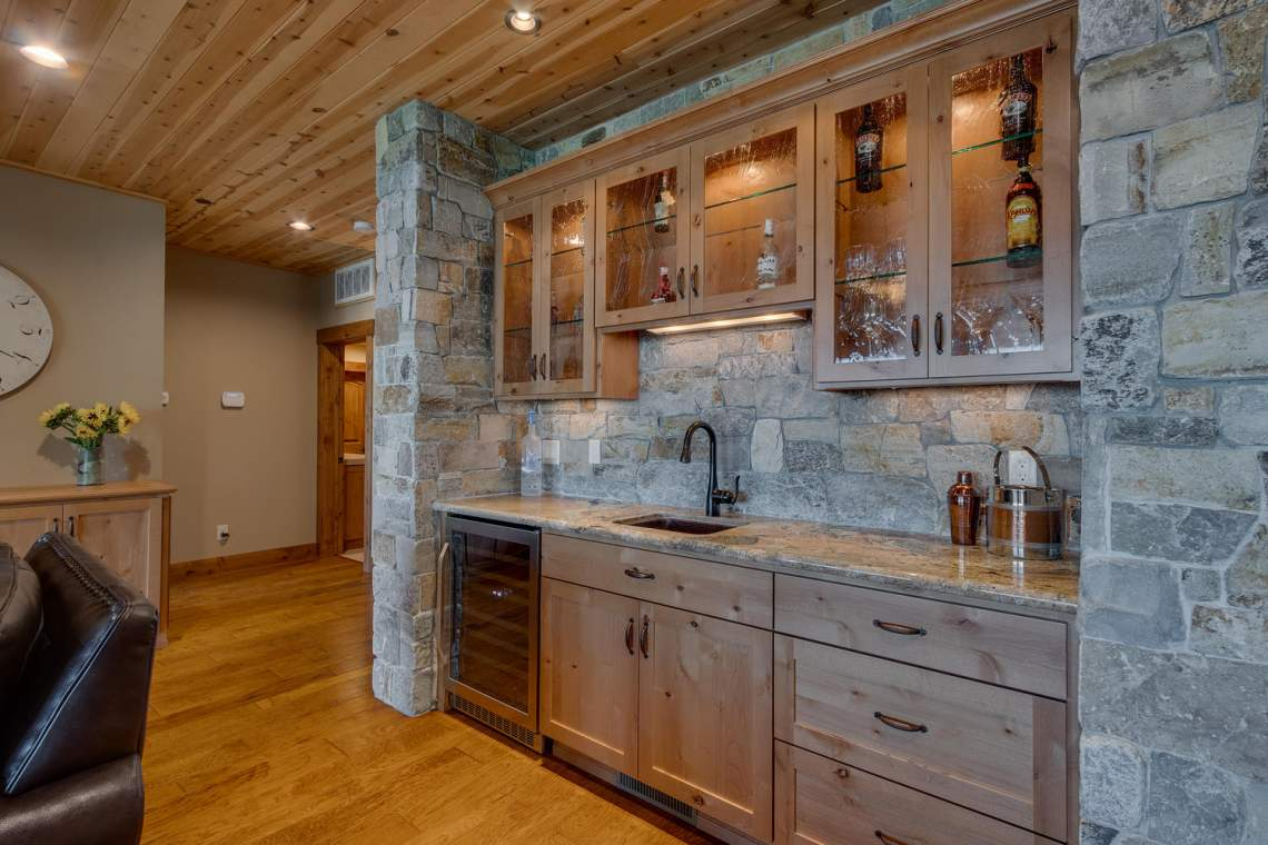 571-Lakeridge-Dr-Meeks-Bay-CA-large-020-029-Wet-Bar-1500x1000-72dpi