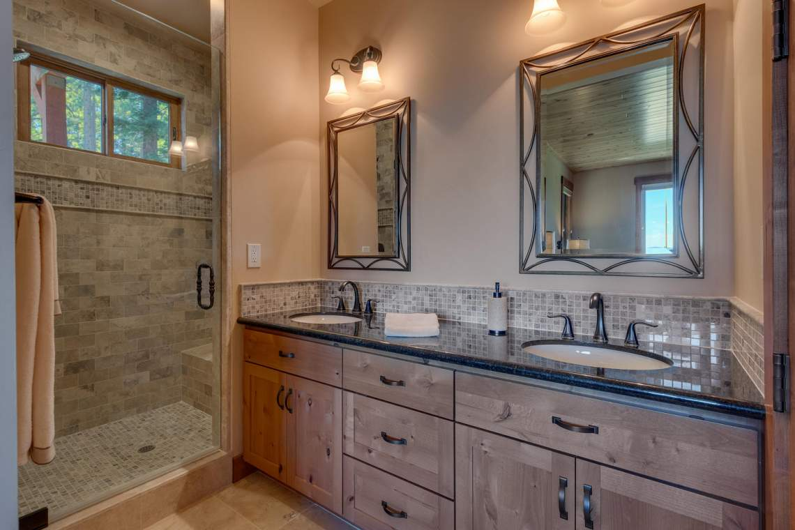 571-Lakeridge-Dr-Meeks-Bay-CA-large-022-032-Bathroom-1500x1000-72dpi