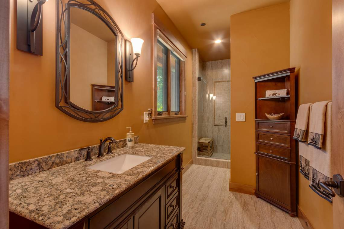 571-Lakeridge-Dr-Meeks-Bay-CA-large-025-031-Bathroom-1500x1000-72dpi