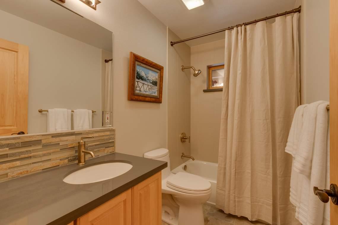 92 Winding Creek Way Olympic-print-024-21-Bathroom-4200x2800-300dpi