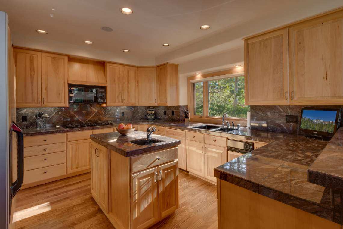 1581 Zurs Ct Alpine Meadows CA-large-009-10-Kitchen-1500x1000-72dpi
