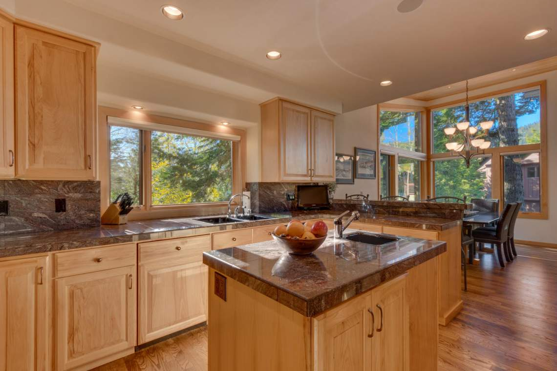 1581 Zurs Ct Alpine Meadows CA-large-010-42-Kitchen-1500x1000-72dpi
