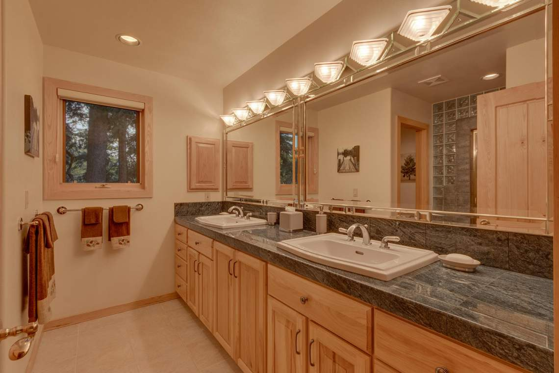1581 Zurs Ct Alpine Meadows CA-large-024-21-Master Bath-1500x1000-72dpi