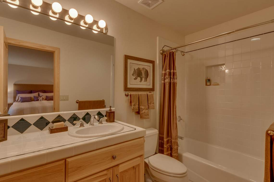 1581 Zurs Ct Alpine Meadows CA-large-026-12-Bathroom-1500x1000-72dpi