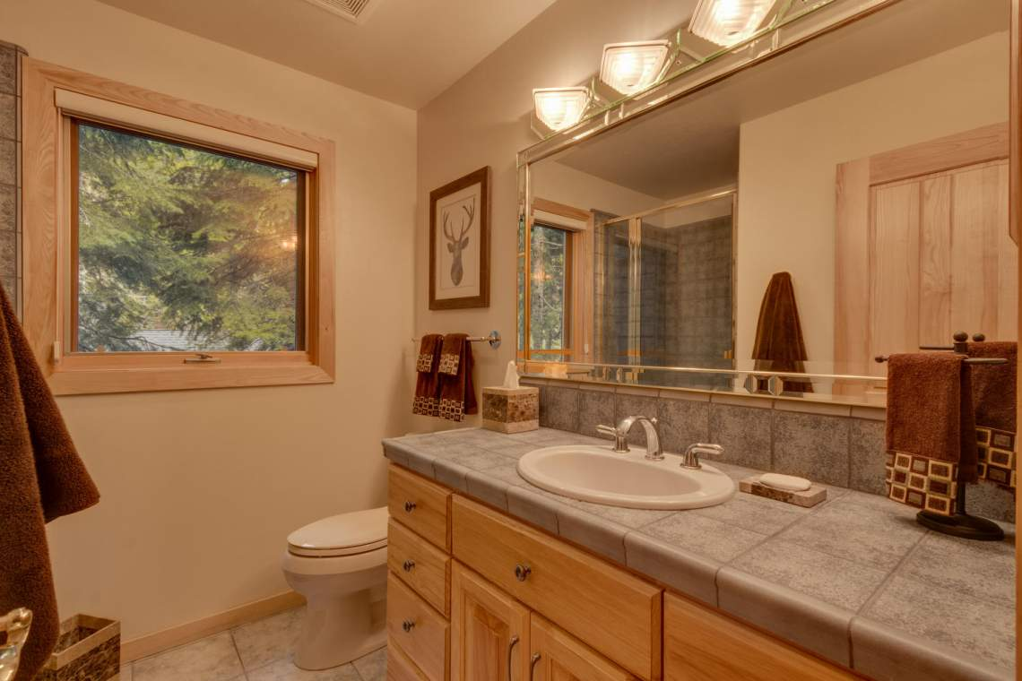 1581 Zurs Ct Alpine Meadows CA-large-030-30-Bathroom-1500x1000-72dpi