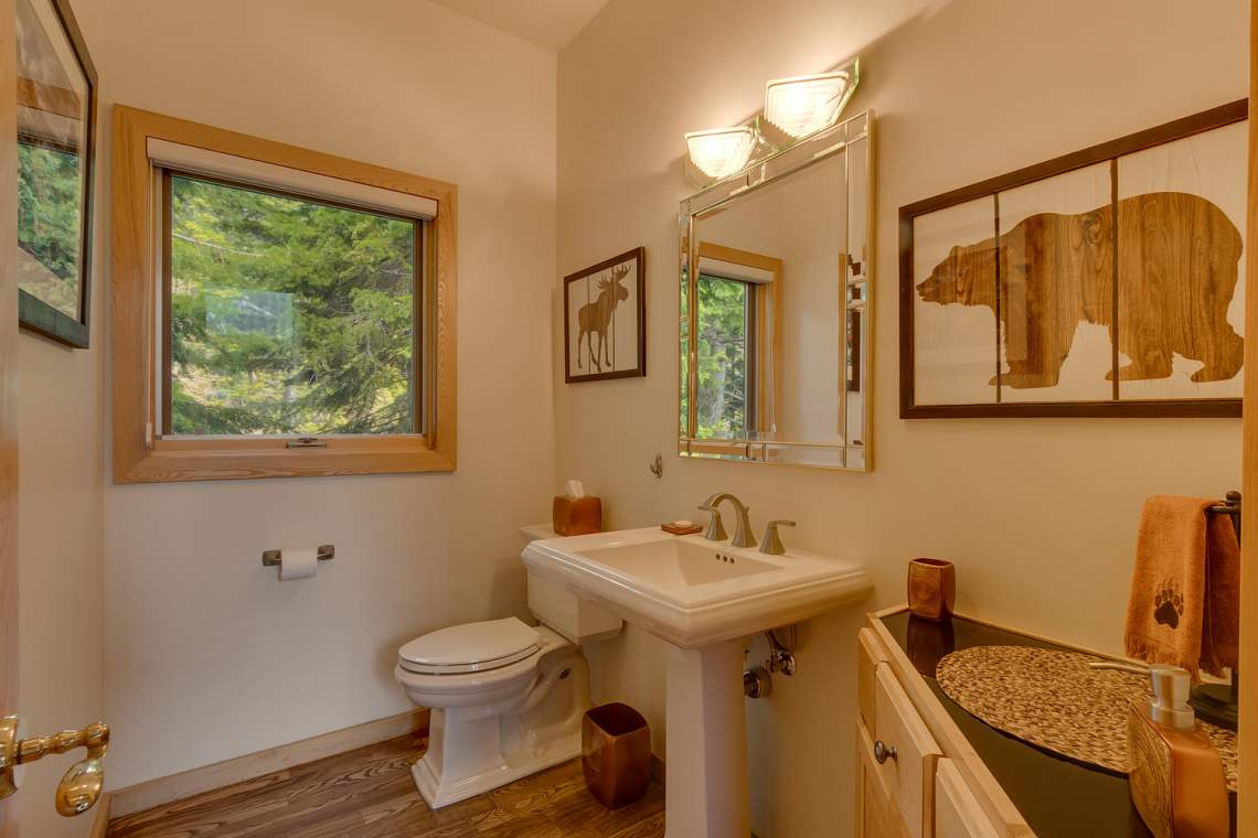 1581 Zurs Ct Alpine Meadows CA-large-033-31-Bathroom-1500x1000-72dpi