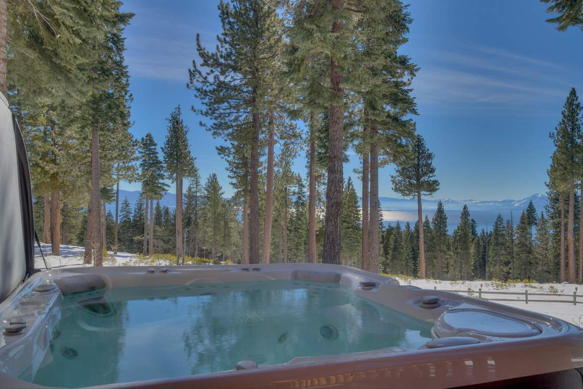 2900-Polaris-Rd-Tahoe-City-CA-large-022-035-Hot-Tub-1500x1000-72dpi