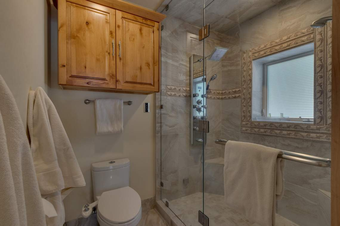 2900-Polaris-Rd-Tahoe-City-CA-large-027-018-Master-Bath-1500x1000-72dpi