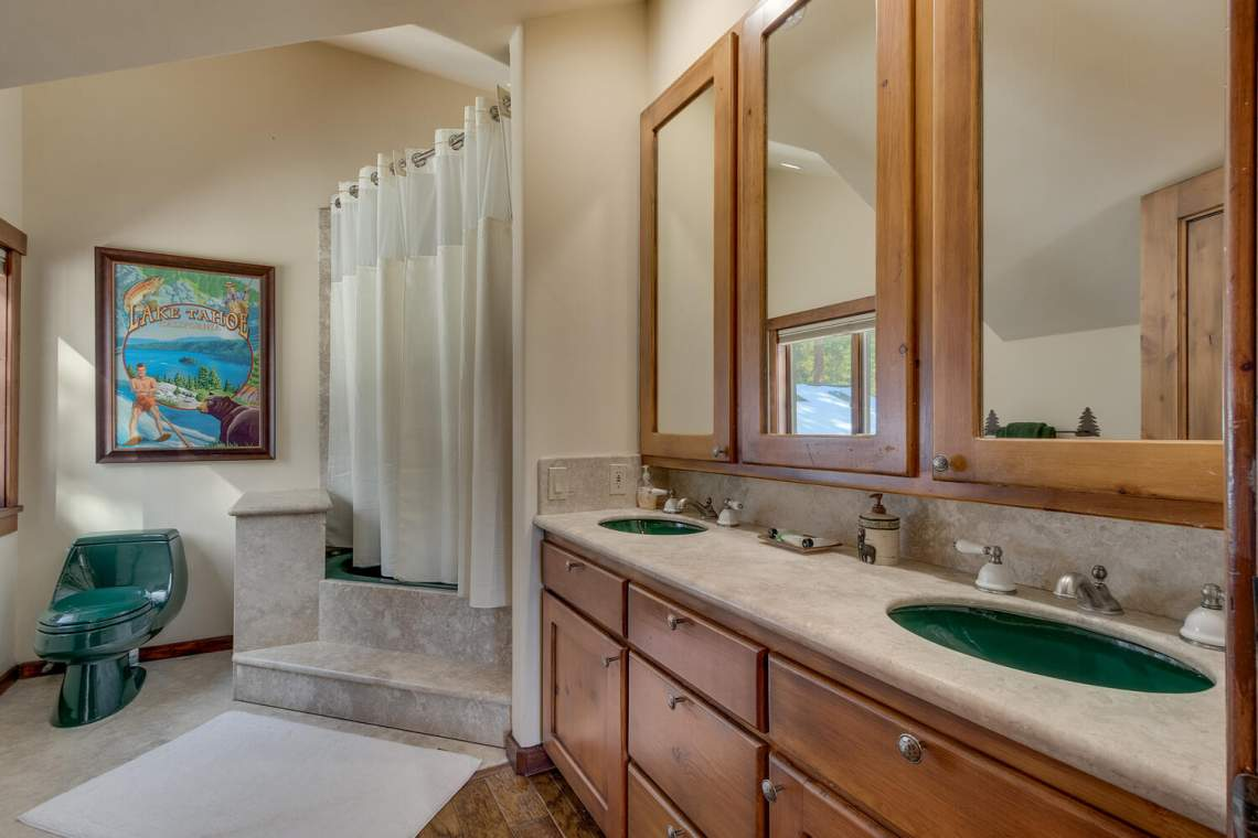 2900-Polaris-Rd-Tahoe-City-CA-large-030-022-Bathroom-1500x1000-72dpi