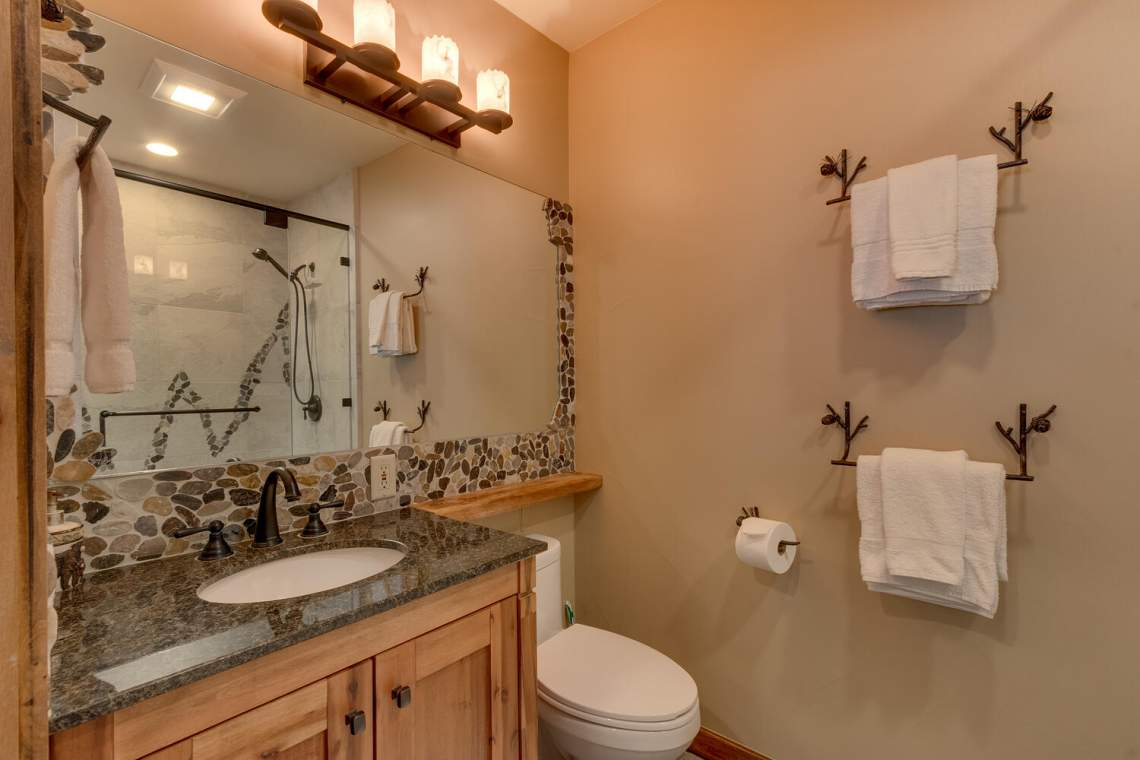 2900-Polaris-Rd-Tahoe-City-CA-large-037-030-Bathroom-1500x1000-72dpi
