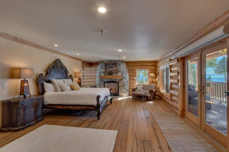 2900-Polaris-Rd-Tahoe-City-CA-large-025-029-Master-Bedroom-Ensuite-1500x1000-72dpi