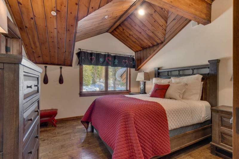2900-Polaris-Rd-Tahoe-City-CA-large-033-046-Bedroom-1500x1000-72dpi