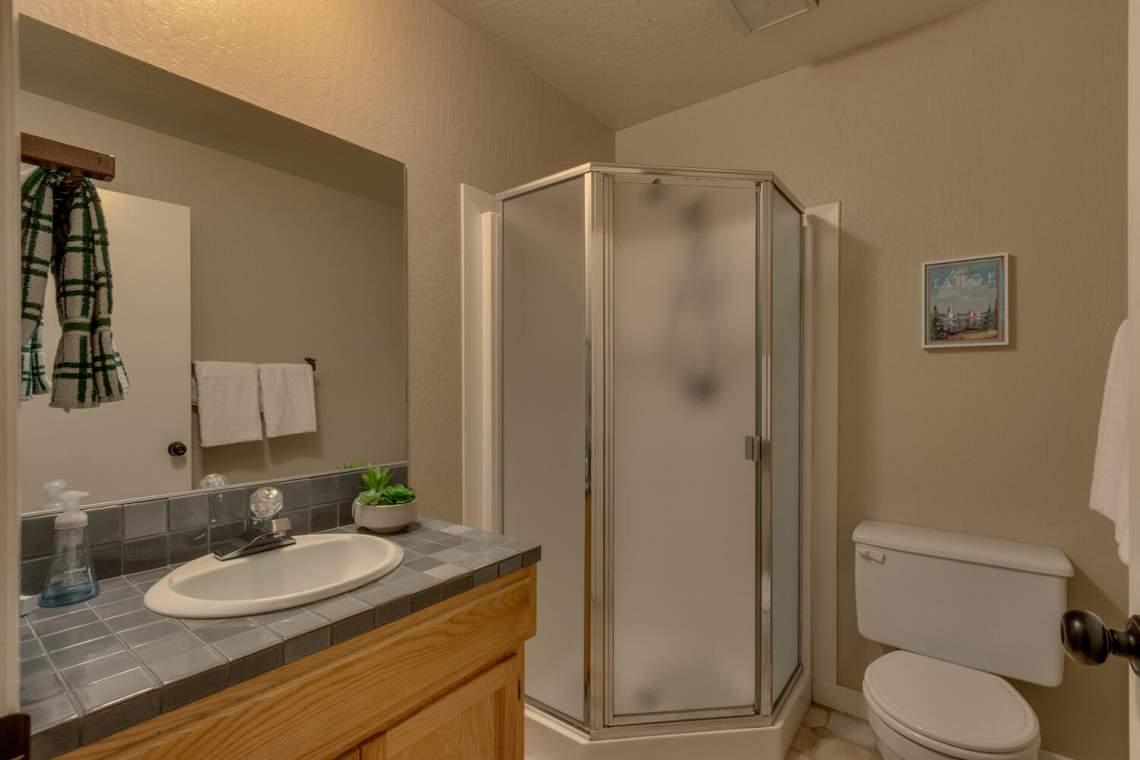 14130-Tyrol-Rd-Truckee-CA-large-012-019-Bathroom-1500x1000-72dpi