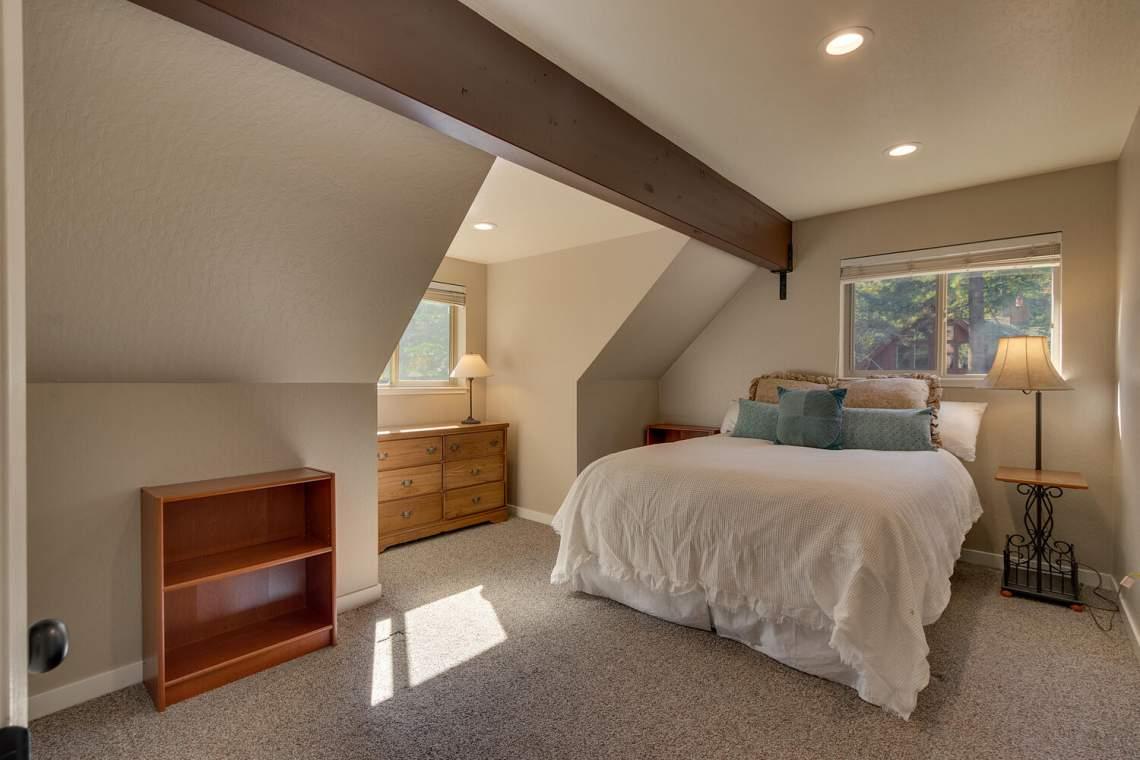 14130-Tyrol-Rd-Truckee-CA-large-014-014-Bedroom-1500x1000-72dpi