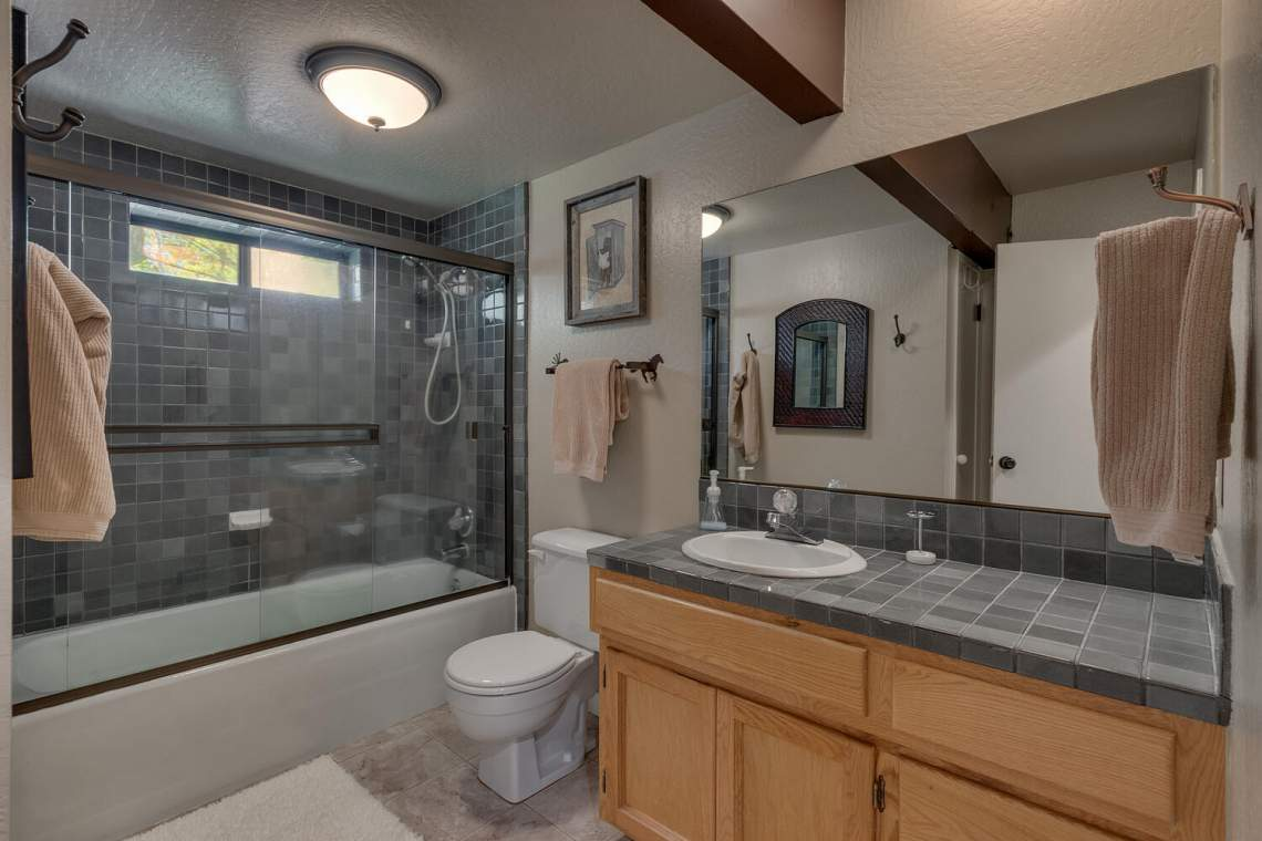 14130-Tyrol-Rd-Truckee-CA-large-015-010-Bathroom-1500x1000-72dpi