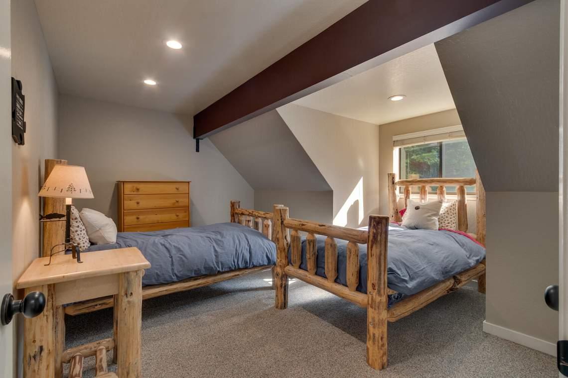 14130-Tyrol-Rd-Truckee-CA-large-016-013-Bedroom-1500x1000-72dpi