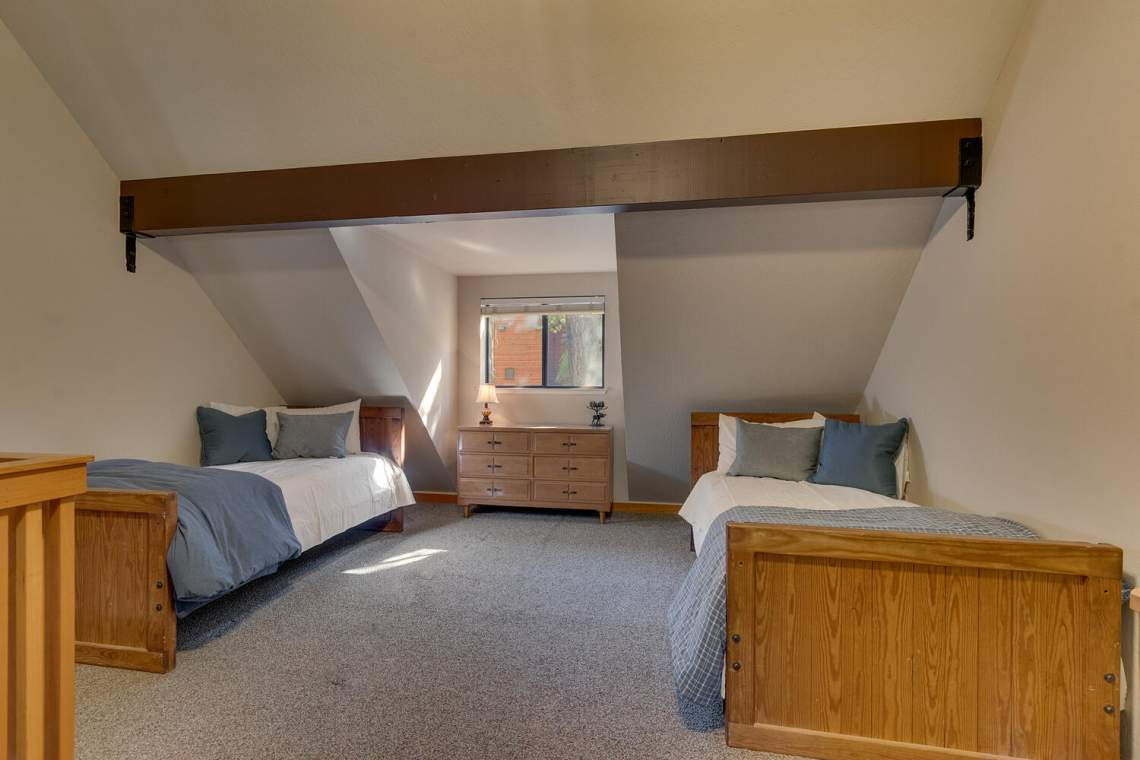 14130-Tyrol-Rd-Truckee-CA-large-017-017-Bedroom-1500x1000-72dpi