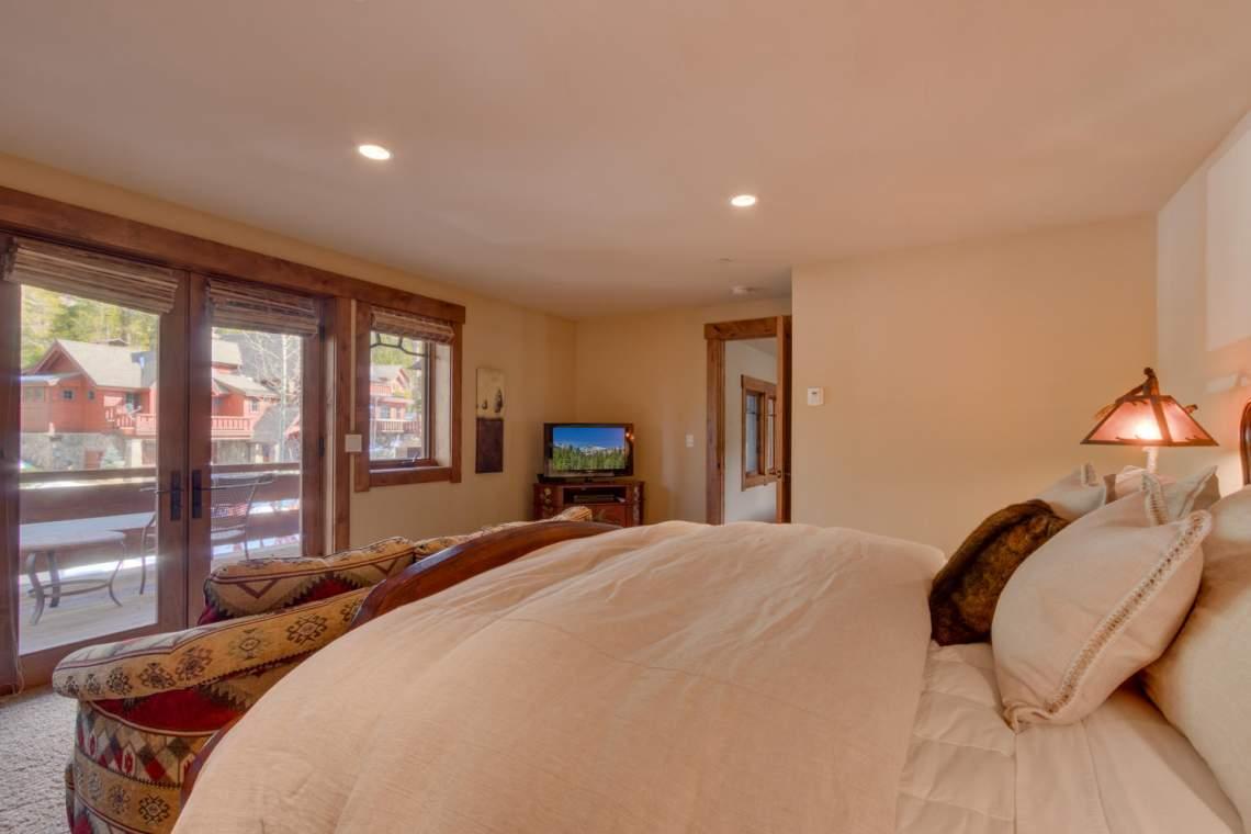 115 Creekview Ct  3950000-large-004-100-Bedroom En suite-1500x1000-72dpi