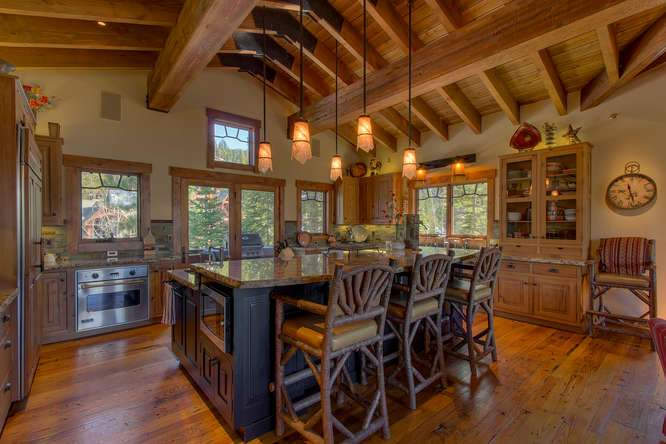 115 Creekview Ct 3950000-small-011-67-KitchenBreakfast Bar-666x444-72dpi