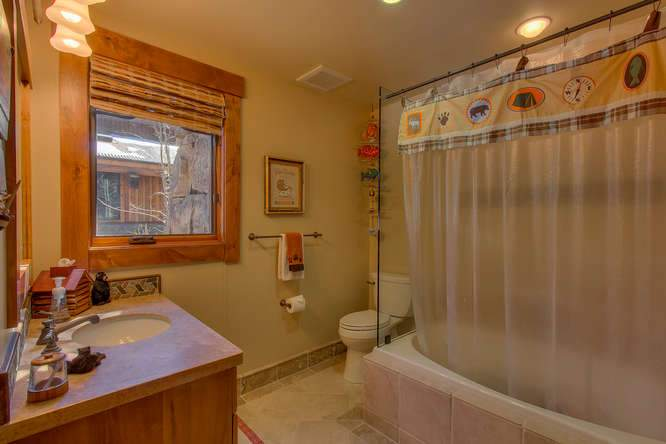 115 Creekview Ct 3950000-small-037-70-Bathroom-666x444-72dpi