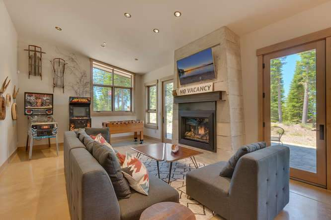 19040 Glades Pl Truckee CA-small-042-68-Warming Hut Living Area-666x444-72dpi