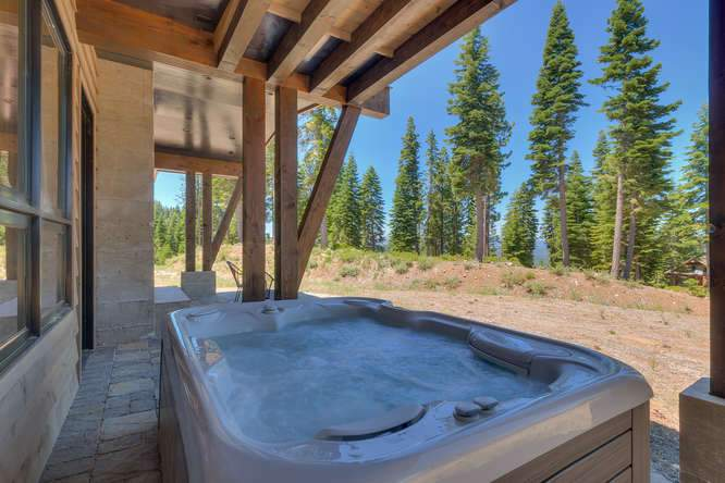 19040 Glades Pl Truckee CA-small-049-67-Hot Tub-666x444-72dpi