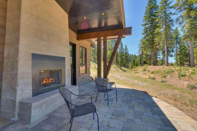 19040 Glades Pl Truckee CA-small-050-85-Outdoor Living Space-666x444-72dpi