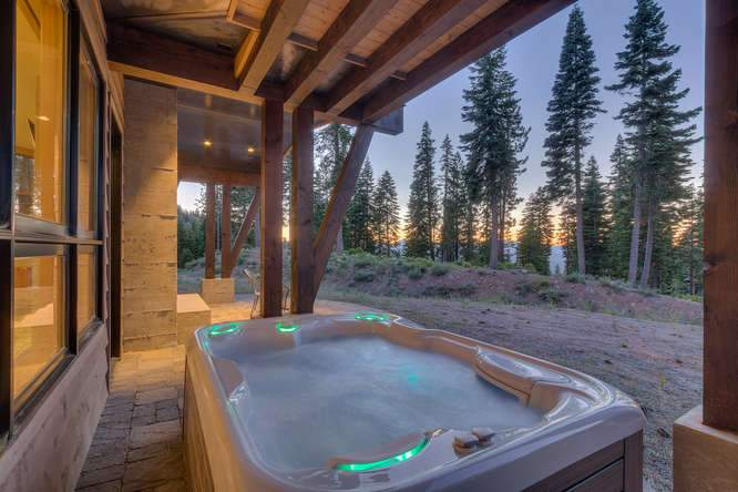 19040 Glades Pl Truckee CA-small-06 Warming Hut Hot Tub Sunset-666x444-72dpi