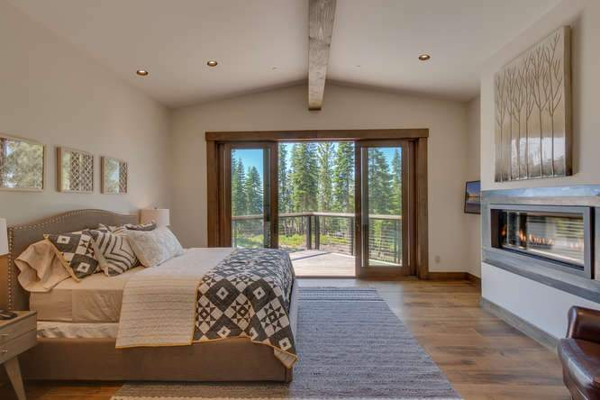 19040 Glades Pl Truckee CA-small-08 Bedroom 1 Ensuite 1-666x444-72dpi