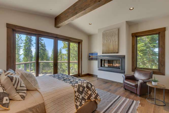 19040 Glades Pl Truckee CA-small-08 Bedroom 1 Ensuite 2-666x444-72dpi