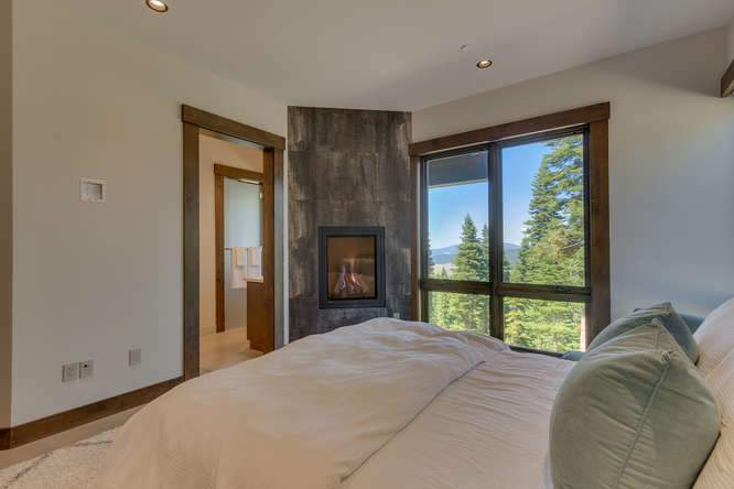 19040 Glades Pl Truckee CA-small-08 Bedroom 2 Ensuite 2-666x444-72dpi