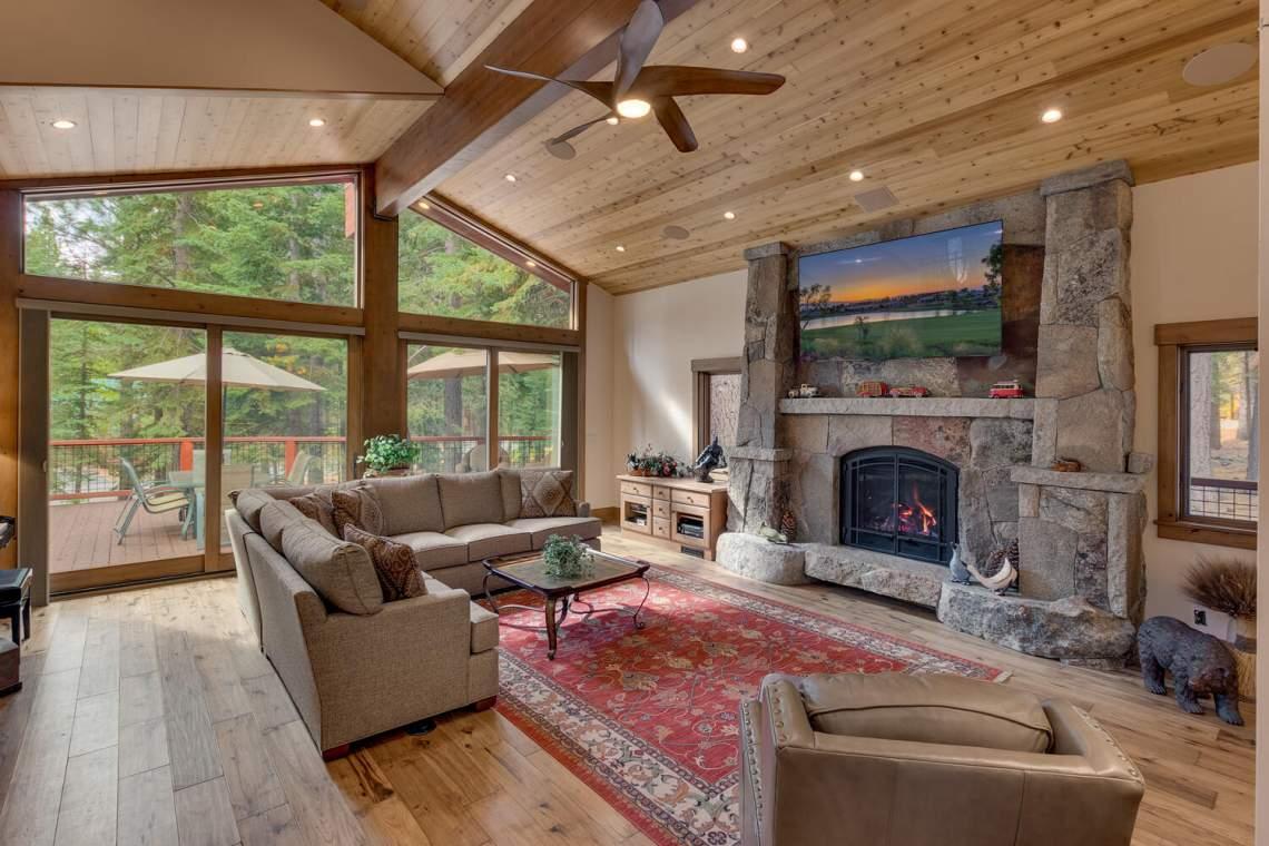 12373-Greenleaf-Way-Truckee-CA-large-008-015-Living-Room-1500x1000-72dpi