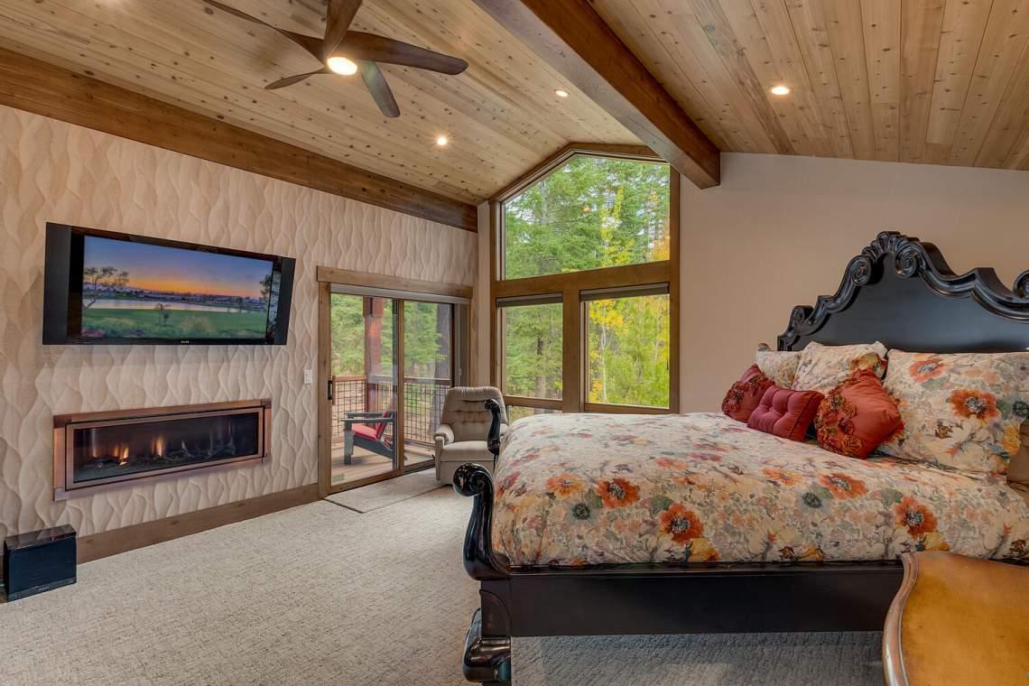 12373-Greenleaf-Way-Truckee-CA-large-023-034-Primary-Bedroom-Ensuite-1500x1000-72dpi