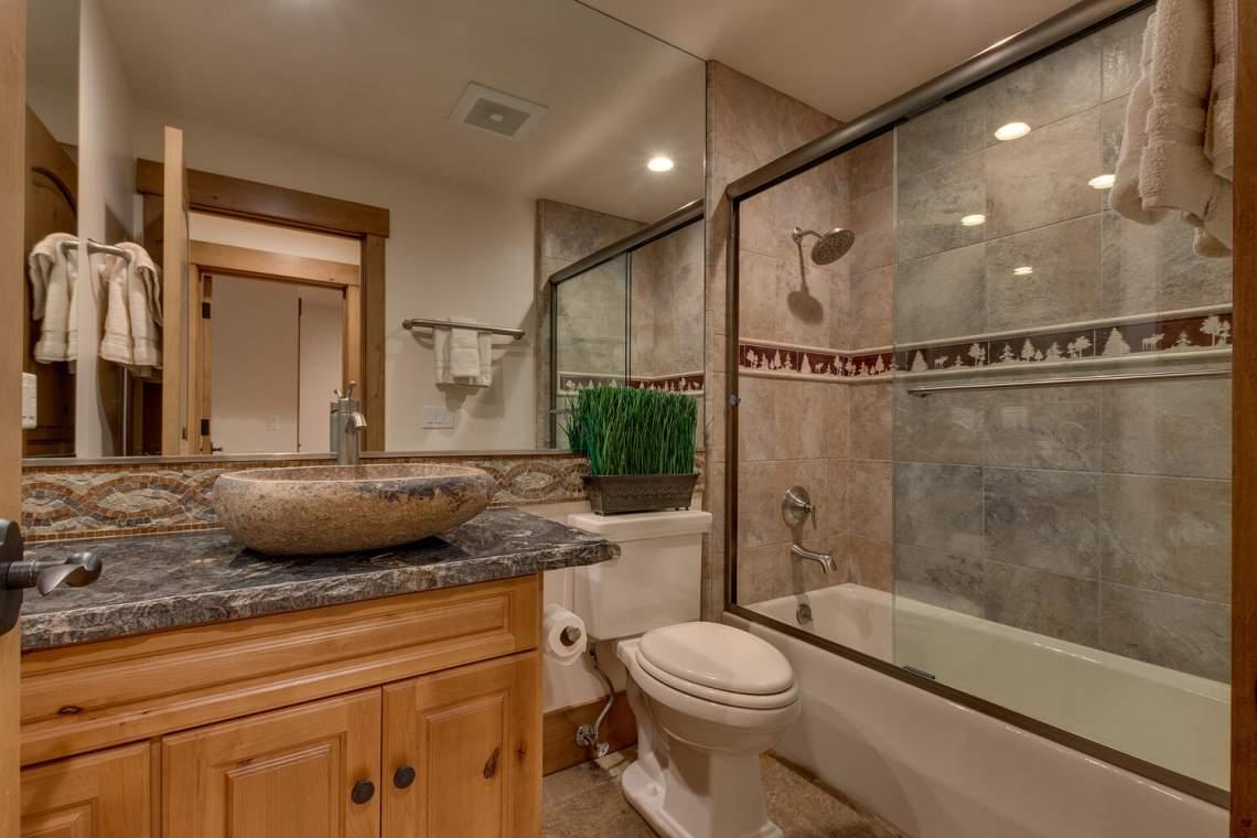 12373-Greenleaf-Way-Truckee-CA-large-030-021-Bathroom-1500x1000-72dpi