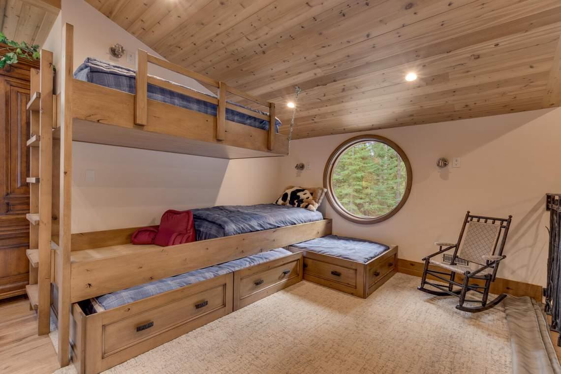 12373-Greenleaf-Way-Truckee-CA-large-038-028-Bedroom-1500x1000-72dpi