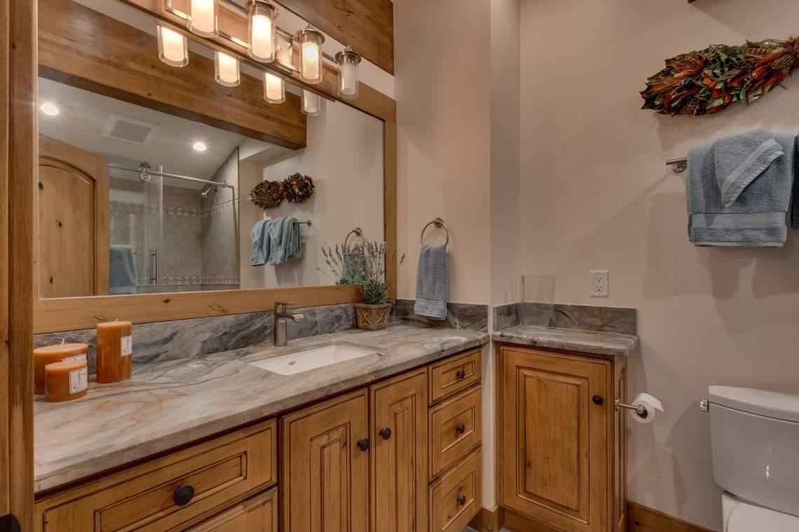 12373-Greenleaf-Way-Truckee-CA-large-043-046-Bathroom-1500x1000-72dpi