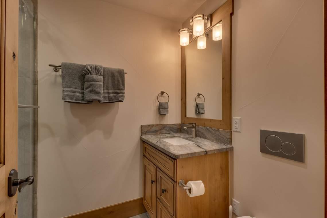 12373-Greenleaf-Way-Truckee-CA-large-046-031-Bathroom-1500x1000-72dpi