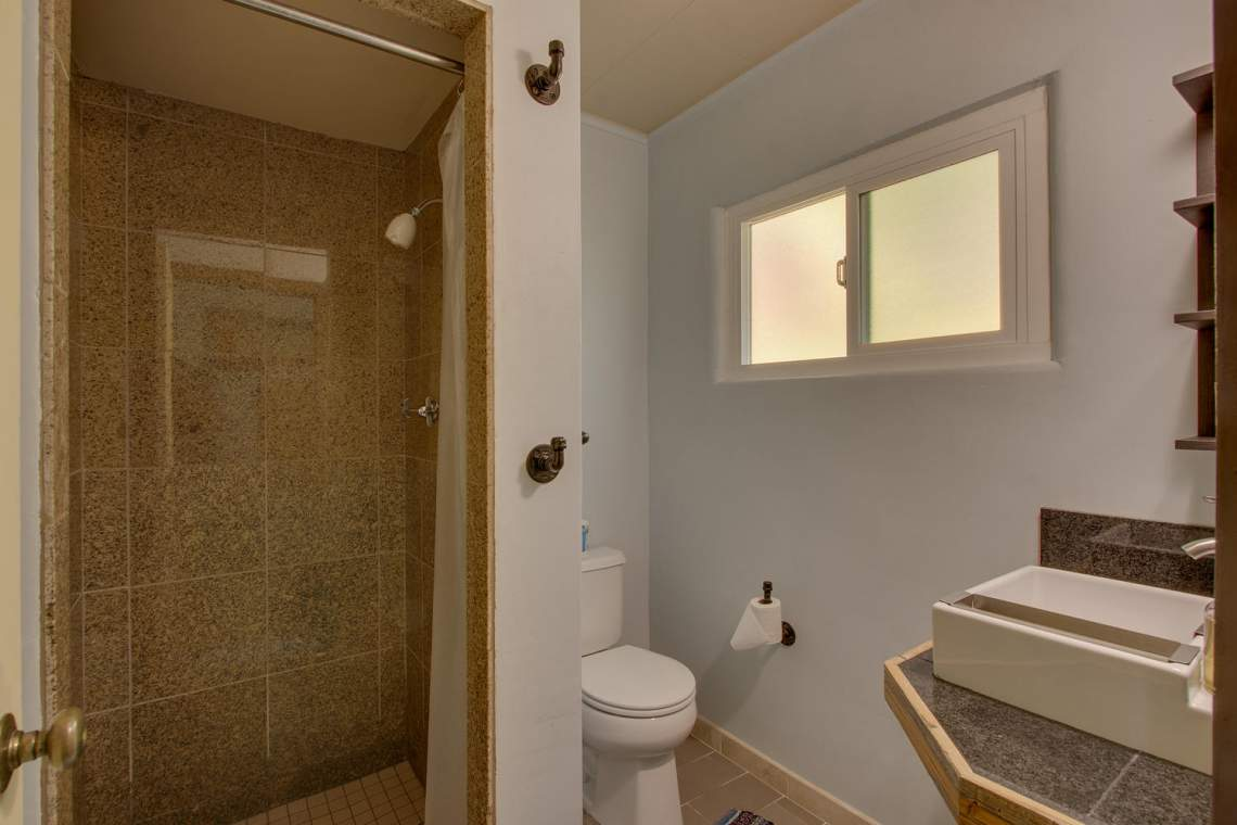 8931 N Lake Blvd Kings Beach-large-018-27-Bathroom-1500x1000-72dpi