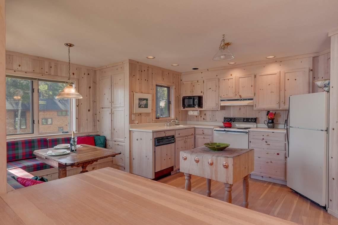 8245-Meeks-Bay-Ave-Tahoma-CA-large-006-003-Kitchen-1500x1000-72dpi